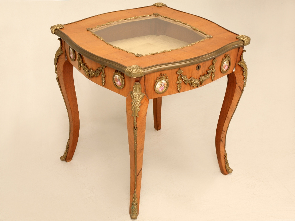 Antique italian classic furniture vitrine table in for Table in french
