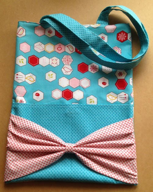 Tote with bow on pocket