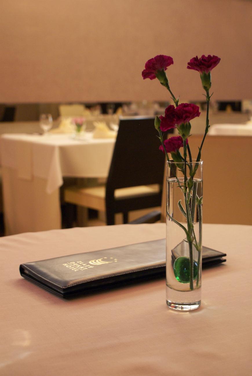 Živé kvety - reštaurácia Iris - hotel Zlatý Dukát