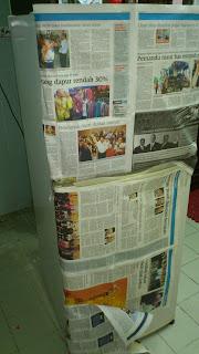 DIY - Repaint Old Refrigerator - balut dengan suratkhabar lama