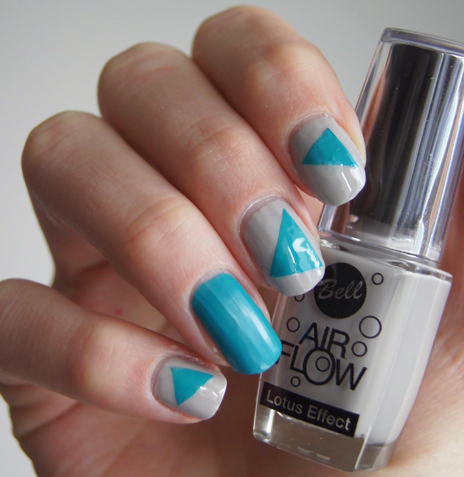 nail art triangles
