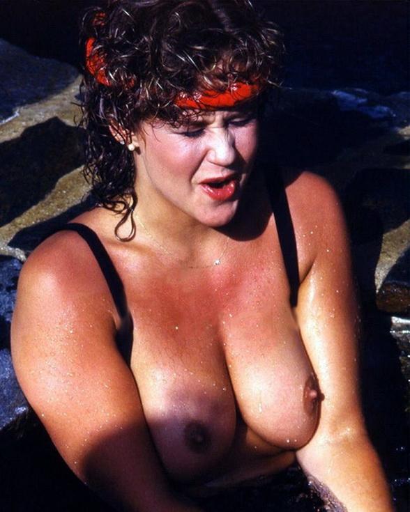 Linda Blair nackt, Oben ohne Bilder, Playboy Fotos, Sex