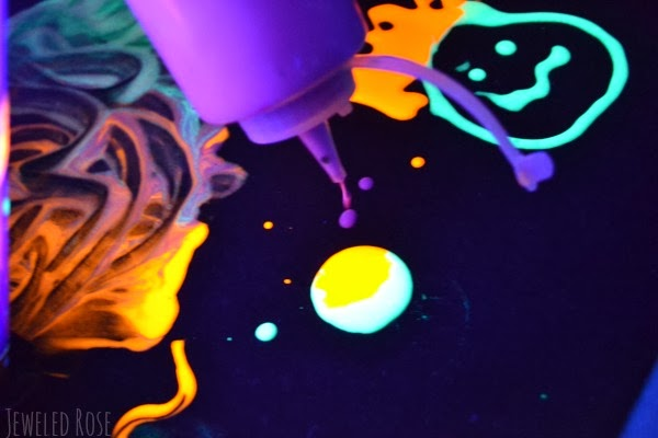 Glow in the dark doodle paint recipe