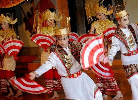 Tari mpaalenggo Tarian adat Nusa Tenggara Barat