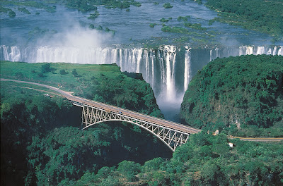 Victoria_Falls_Zambia_and_Zimbabwe_Waterfall_Devil's_pool