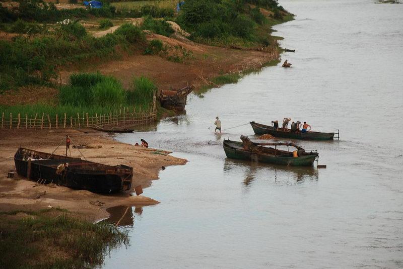 Bên dòng sông Dakbla - Photo Phạm Anh Tú