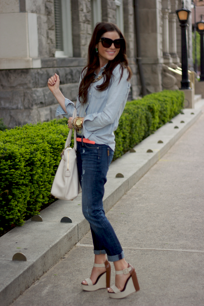 4 Cute Ways To Wear A Chambray Shirt (Plus 10 Stylish ...