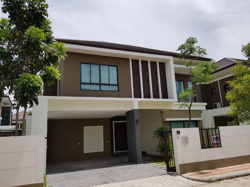 Villa Arcadia Srinakarin