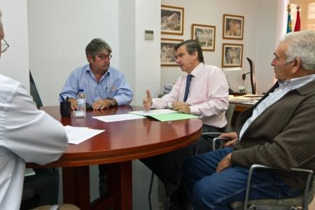 Benlliure anuncia la construcción de una balsa que complementará el riego por goteo de más de 3.000 hectáreas del Camp del Turia