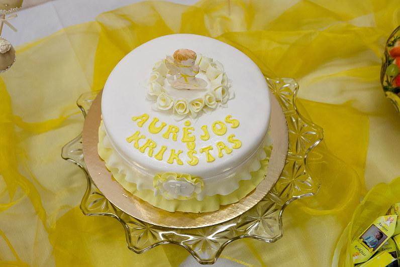 geltonas aurėjos krikštynų tortas