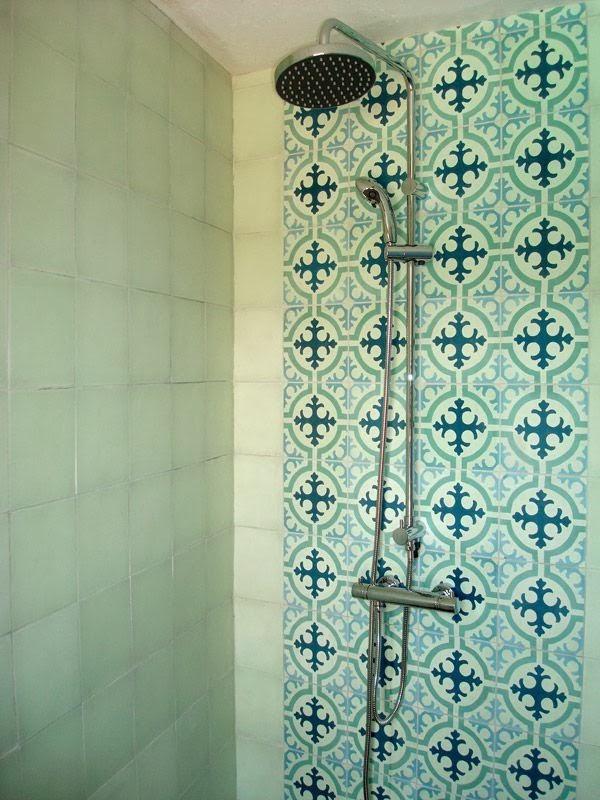 Adc l 39 atelier d 39 c t am nagement int rieur design d 39 espace et d coration habiller une - Carreaux de ciment douche ...