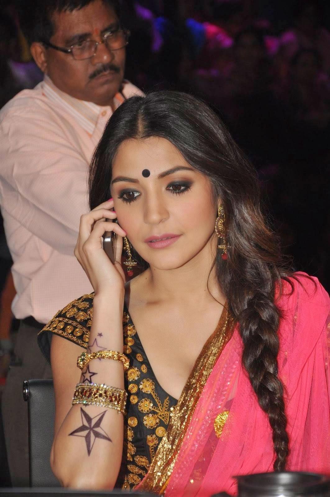 Actress Celebrities Photos: Anushka Sharma - New Cute