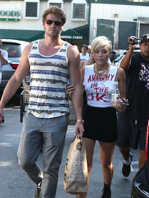 Liam Hemsworth demands Miley Cyrus to stop Twittering