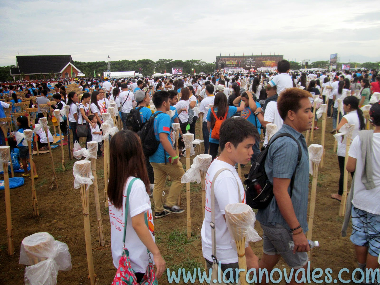 over 100,000 people in Light of Peace 2014 Philippines