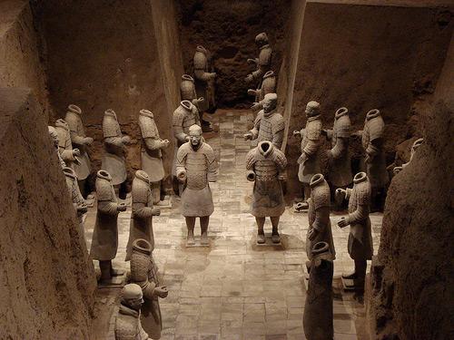 http://2.bp.blogspot.com/-_YSH14RgE3k/TWdkpMtSKYI/AAAAAAAAAks/YNdBB6XBQzQ/s1600/The-Mausoleum-of-Qin-Shi-Huangdi-1.jpg