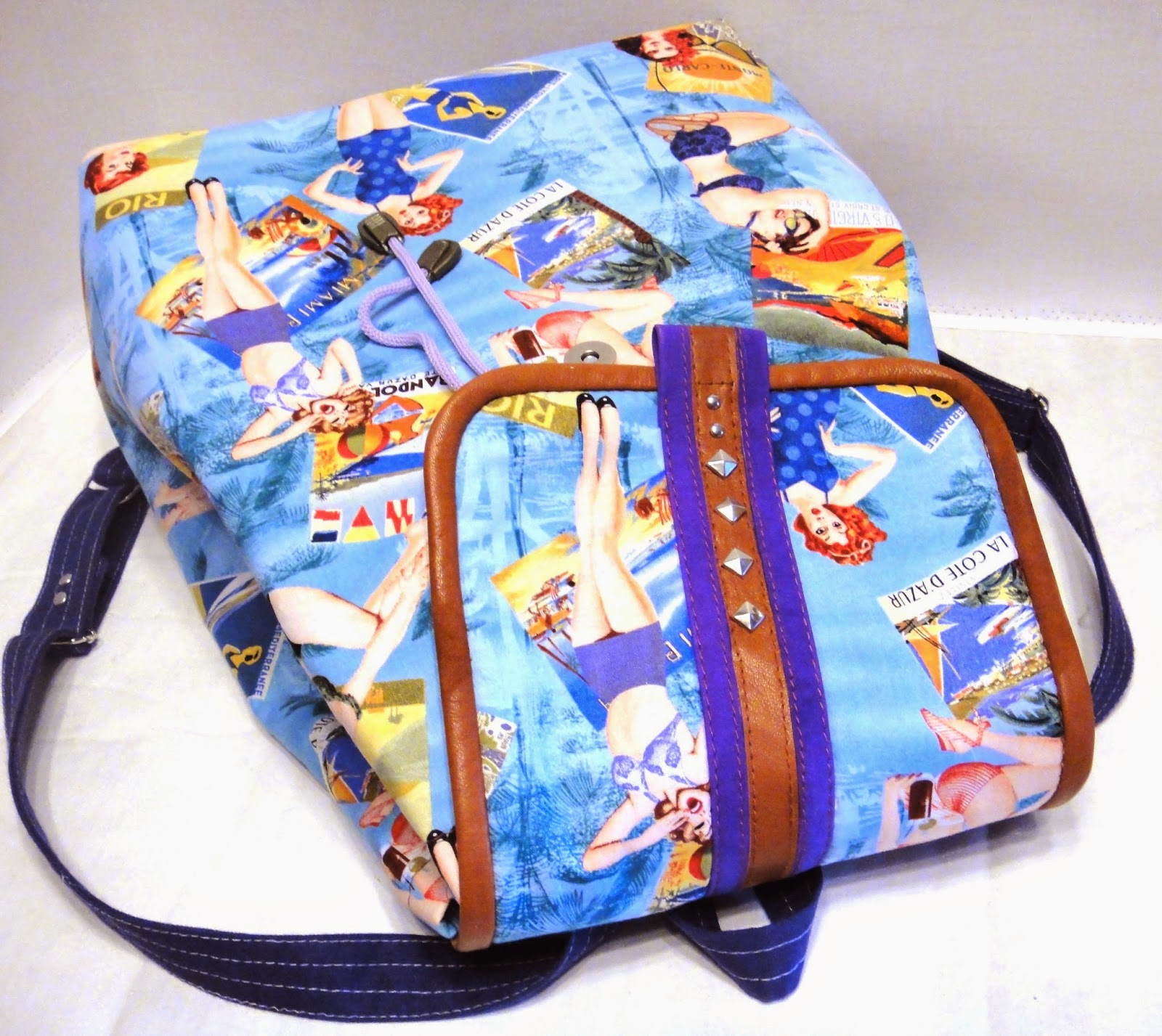красивый молодежный рюкзак для города и пляжа