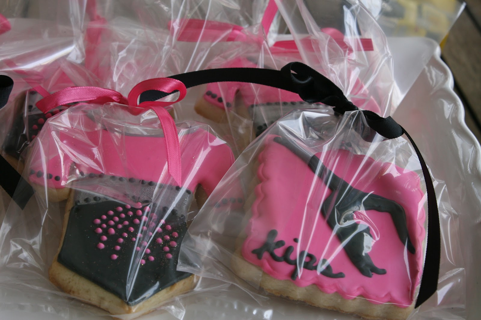 Custom Cookies, Cupcakes and Cake: Contact & Ordering