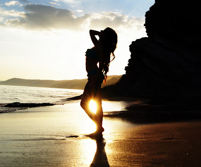 chica en bikini en la playa