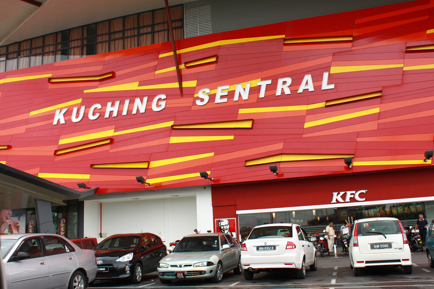kuching bus terminal in east malaysia 50 things to do in sarawak that prove east malaysia is the greatest undiscovered region in the world  batang lupar waterfront in sri aman, a 3-hour drive away from kuching buses to sri aman are also available from the kuching bus terminal park yourself at the taman panorama benak observation point (an award winning piece of architectecture.