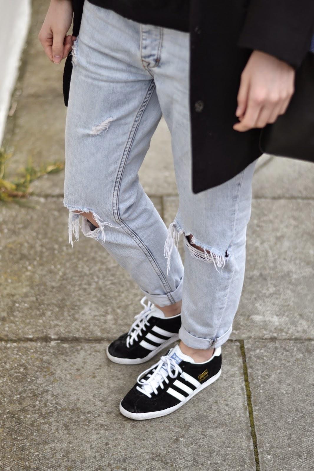Minimal Ripped Boyfriend Jeans I Lucy Mason I itslilylocket