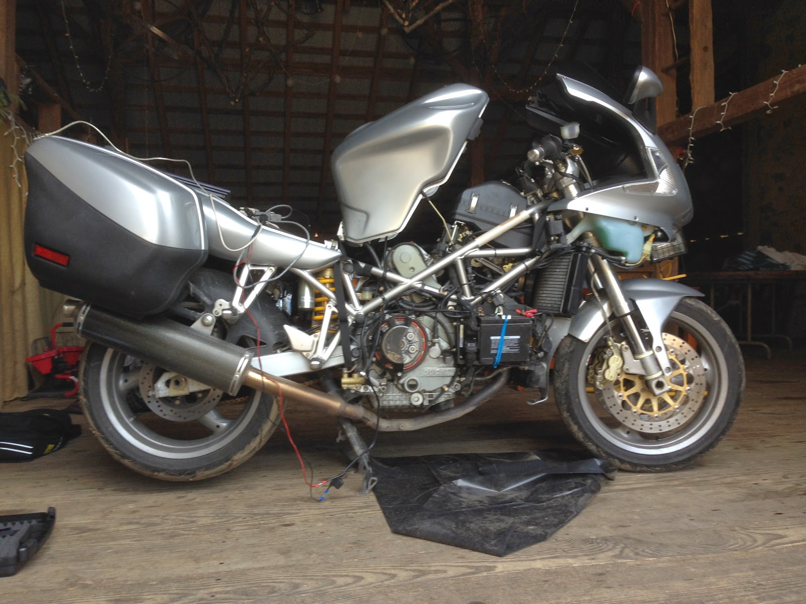 "Tigho's Naked Ducati ST3 in the barn, assessing electrical problems ""EFI Er. 1.1"" and ""Er. 3.1."""