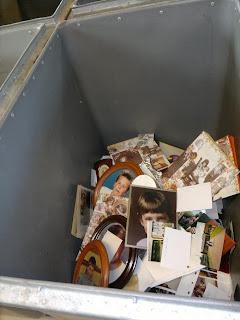 Rensade bilder hamnar i soporna