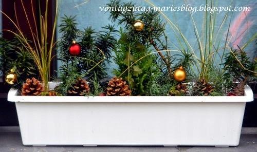 http://vontagzutag-mariesblog.blogspot.co.at/2014/11/meine-weihnachtlichen-blumenkisterln.html