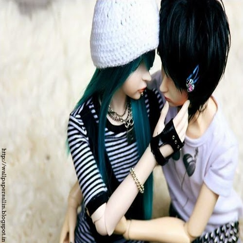 doll couple kiss wallpaper