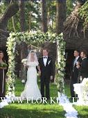 Свадьба в ресторане Кидев. Арка из лилий.
