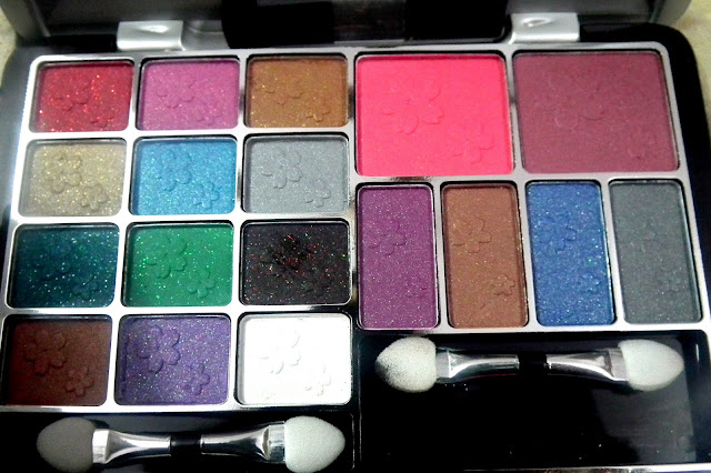 Cameleon Eyeshadows and Blush Palette - Rs. 395