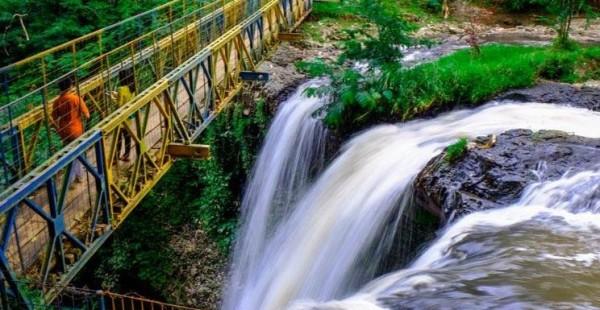 Wisata Alam Bandung Utara Air Terjun Maribaya Lembang
