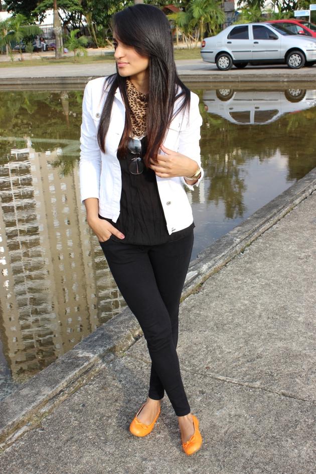 sapatilha laranja, jaqueta branca, jaqueta renner, calça preta zara, calça zara, lenço de onça, animal print, look urbano, deixei minha chanel em casa, chanel