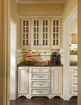 customized cabinet to fill the transitional space between kitchen and the dining