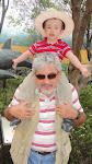 Sebastián con el Abuelo Micky