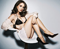 Hot actress Alison Brie sexy legs and high heels