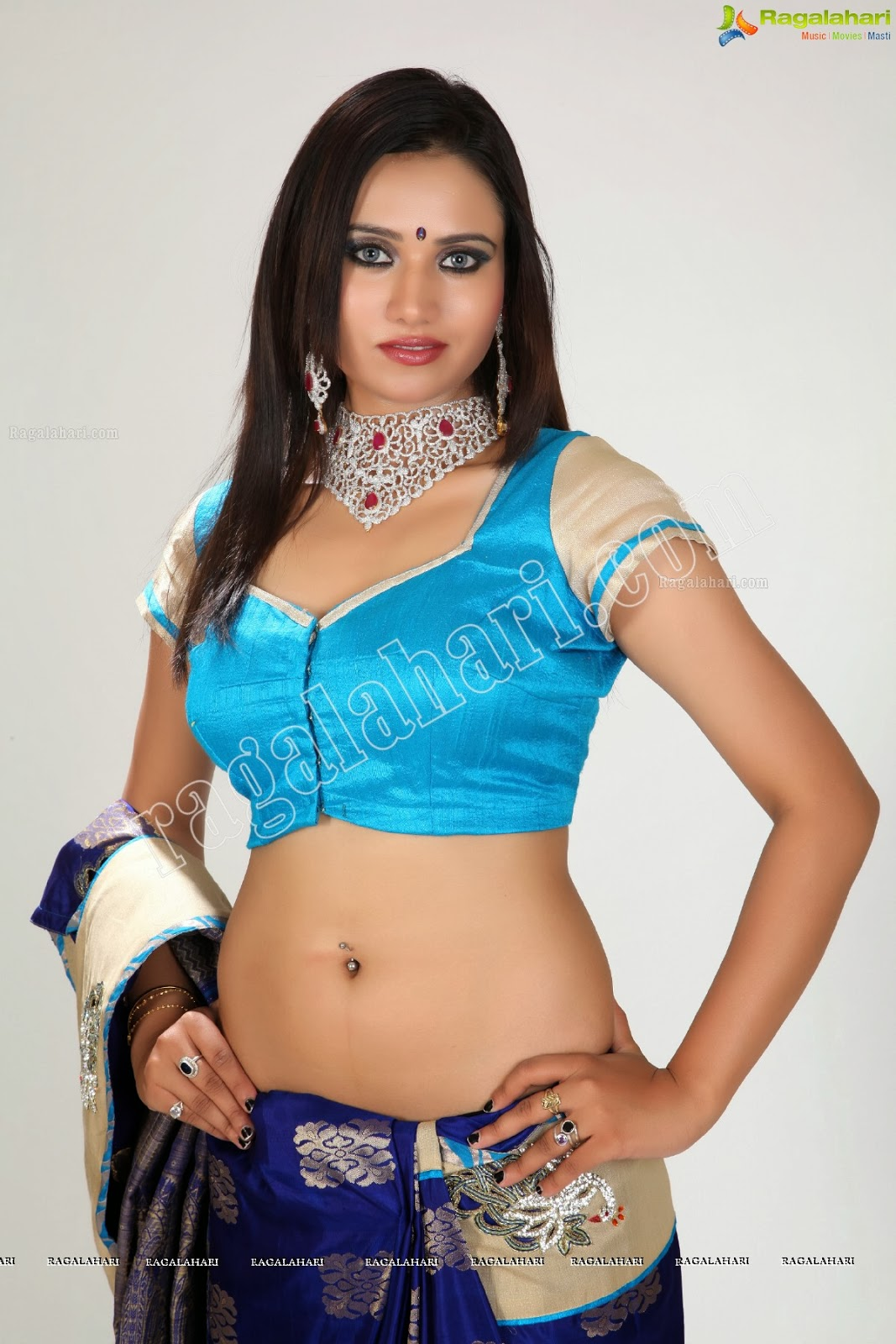 Hot Navel Show In Saree & Blouse ~ SOUTH INDIAN ACTRESSES WALLPAPERS ...