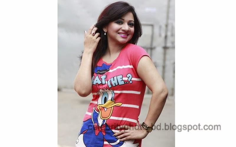 Singer+Akhi+Alamgir+Hot+Photos005