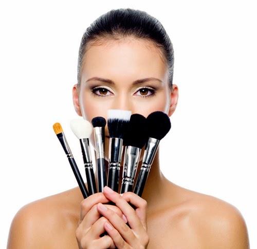 Resultado de imagen para ¿Sabes cómo utilizar tus brochas de maquillaje?