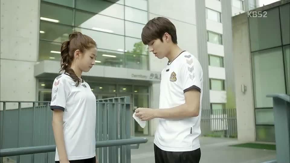 High School Love on Episode 1 Sinopsis High School Love on