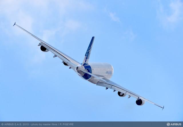 É MAIS QUE VOAR | PARIS AIR SHOW 2015 | 10 anos em Le Bourget , Airbus A380 continua forte no mercado