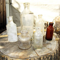 gifr antiqur bottles