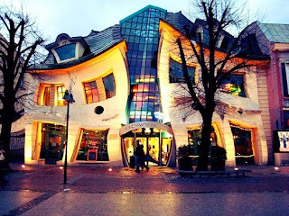 La-Casa-Torcida-The-Crooked House-Sopot-Polonia