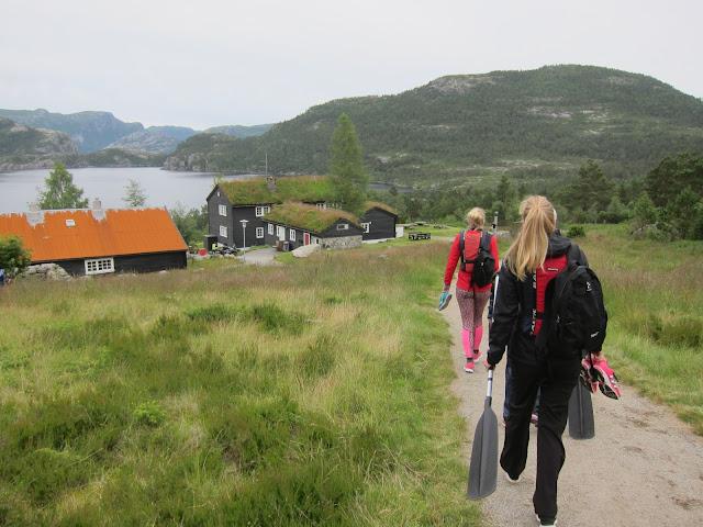 Gryteknuten och kanotpaddling i västra Norge