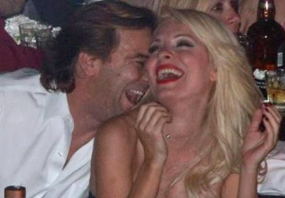 Απίστευτο: Δείτε πόσο κόστισε η φωτογραφία της Μενεγάκη με το φιλί!