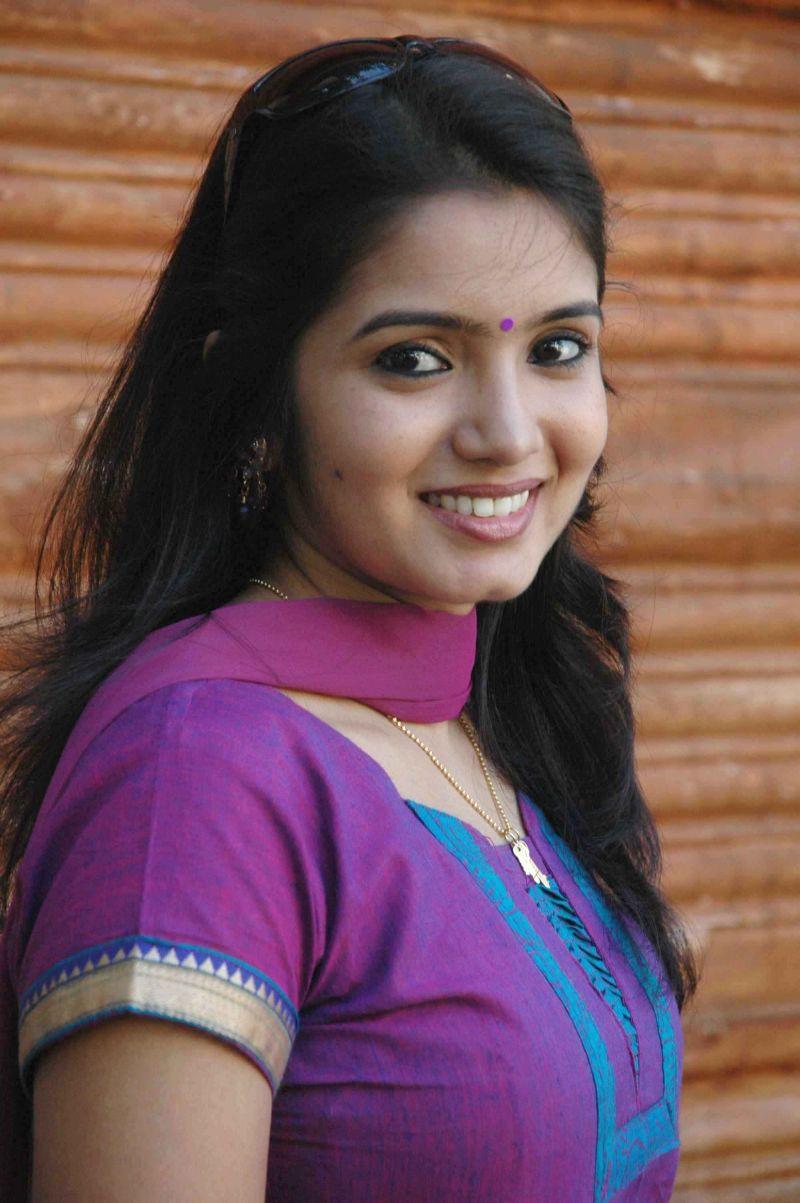 Srithika Hot photos Tamil Serial Actress stillsNadhaswaram Malar