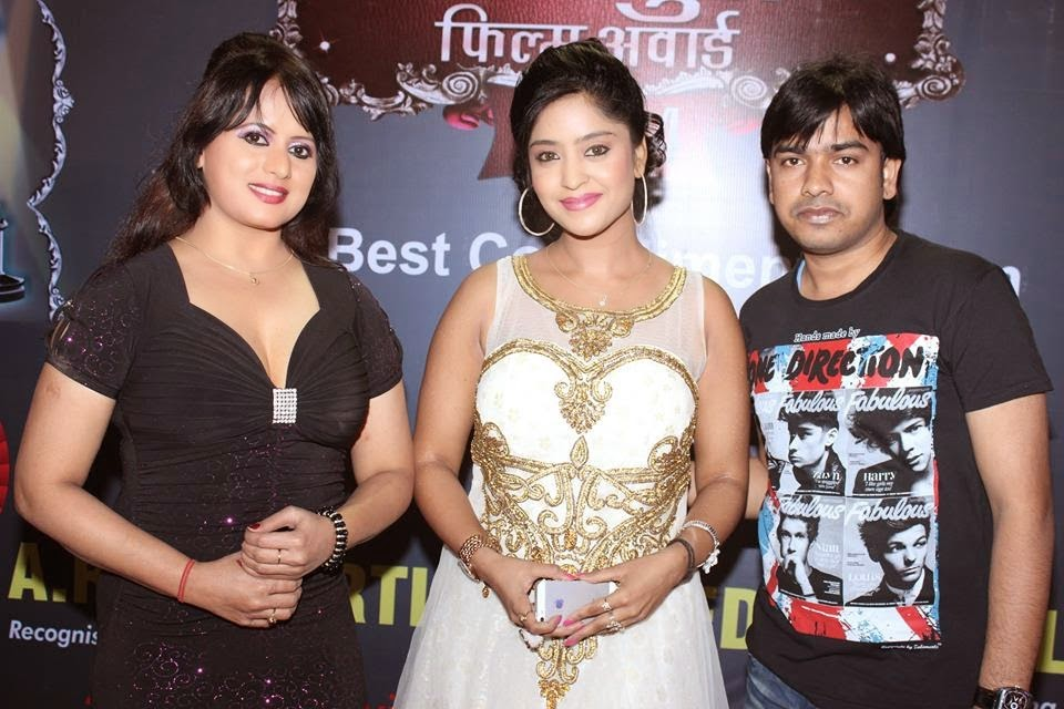 Actress Subhi sharma and item girl Arana gupta at Bhojpuri Film Award 2014