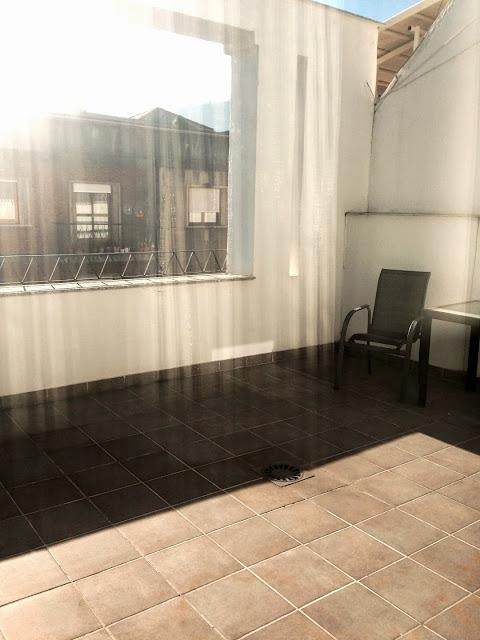 hotel_aroi_ponferrada_gisela_lopez_ordoñez_missdownpour_junior_suite_terraza