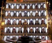 Merchandising de Iron Man 3 en Toys'R'Us de Nueva York (iron man armors toys us)