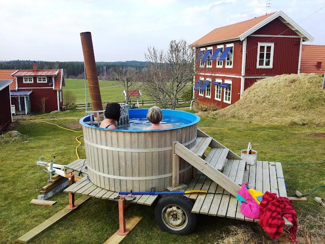 alles in schweden finnen schweden sauna badetonne. Black Bedroom Furniture Sets. Home Design Ideas