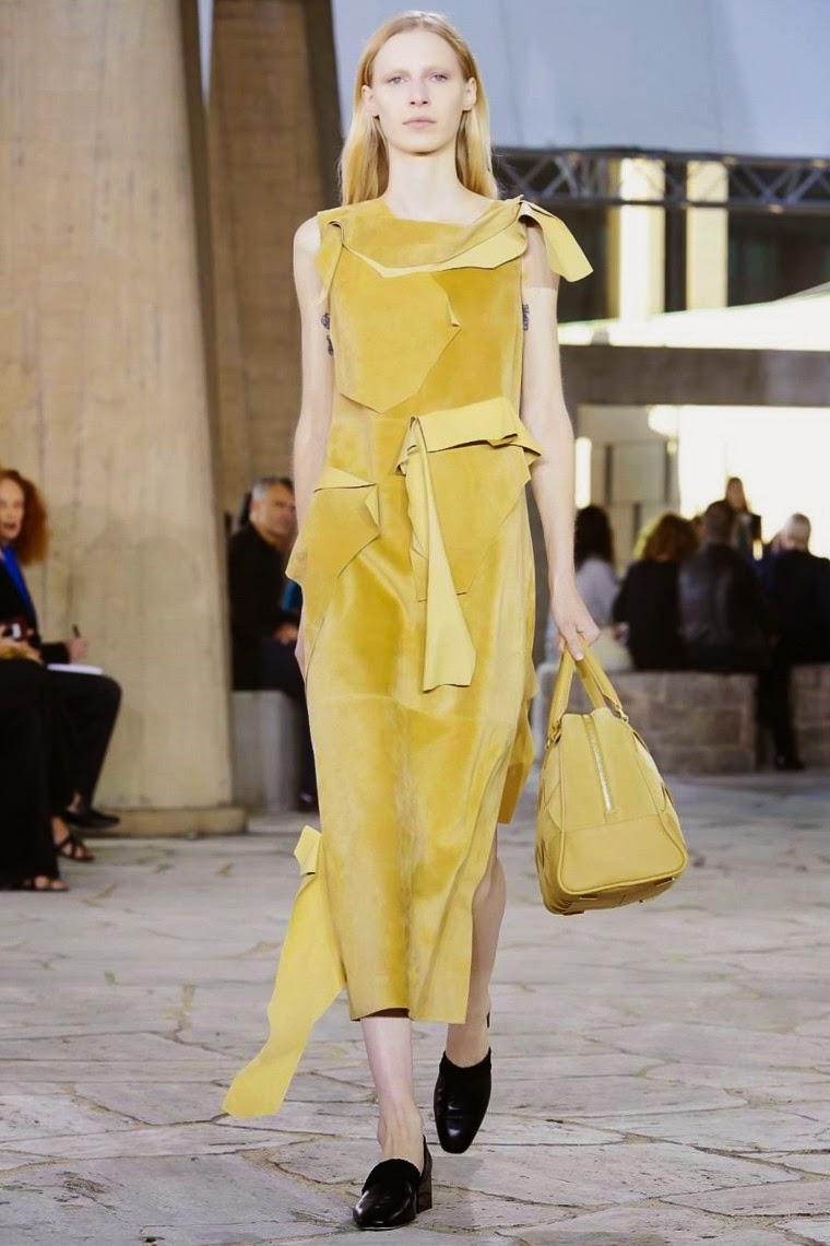 Loewe Bui spring summer 2015, Loewe ss15, Loewe, Loewe ss15 pfw, Loewe pfw, jw anderson, jonathan anderson, pfw, pfw ss15, pfw2014, fashion week, paris fashion week, du dessin aux podiums, dudessinauxpodiums, vintage look, dress to impress, dress for less, boho, unique vintage, alloy clothing, venus clothing, la moda, spring trends, tendance, tendance de mode, blog de mode, fashion blog,  blog mode, mode paris, paris mode, fashion news, designer, fashion designer, moda in pelle, ross dress for less, fashion magazines, fashion blogs, mode a toi, revista de moda, vintage, vintage definition, vintage retro, top fashion, suits online, blog de moda, blog moda, ropa, asos dresses, blogs de moda, dresses, tunique femme,  vetements femmes, fashion tops, womens fashions, vetement tendance, fashion dresses, ladies clothes, robes de soiree, robe bustier, robe sexy, sexy dress